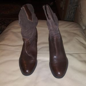 Naturalizer brown leather and suede boots size 9